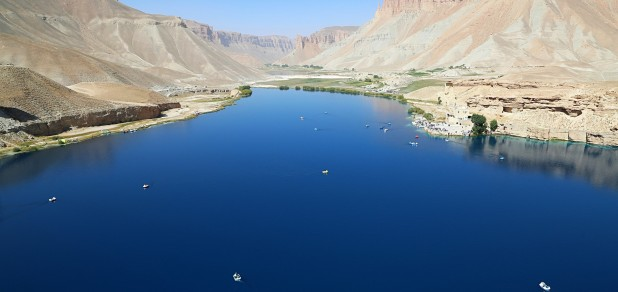 1.Lake_in_Band-e_Amir-min